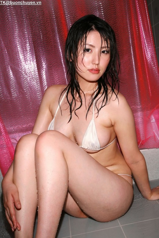 Japanese woman takes bath by sexy bikini