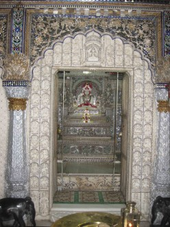 Travel Kolkata: Parasnath Jain temple (glass temple) part 2