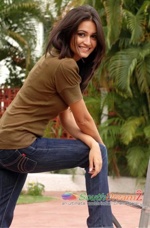 Kriti Kharbanda raises a leg and rests and we sweat
