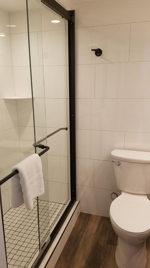 Hotel bathrooms always give me heebie-geebies, but this one was clean.
