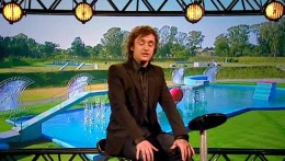 Richard Hammond in front of the course