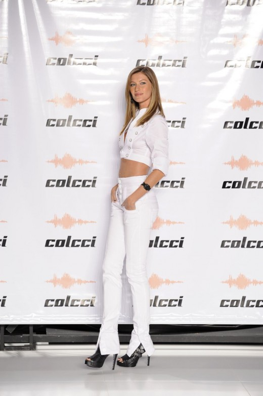 Gisele in white skinny jeans and black high heels