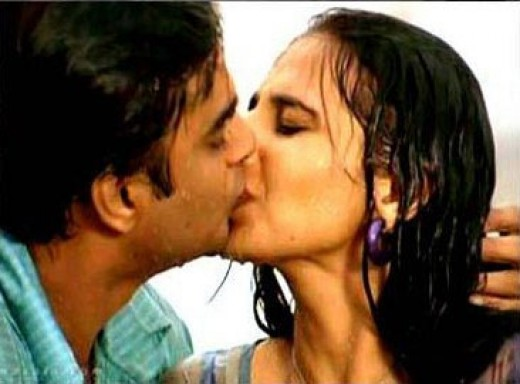 Vidya Balan and Madhavan Kissing Scene