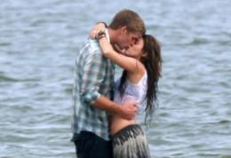 Liam Hemsworth Miley Cyrus Kiss
