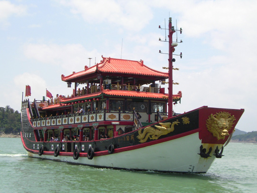 Gulangyu Ferry:    Picture by Derekrogerson, Wikipedia