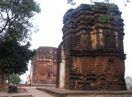 Two of the oldest temples of West Bengal, still have deities regularlu worshipped!