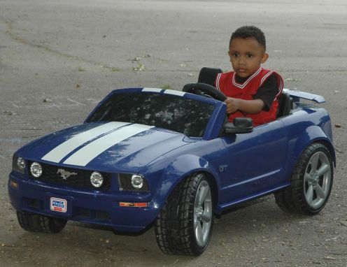 This medium-blue power wheels 2006 ford mustang is incredible for a child that loves a smooth ride on the sidewalk. It's stereo will be music to his ears while he's rippin up and down the side of the road or gunning it in his backyard.