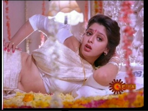 romantic looks of nagma pics
