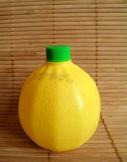 Lemon juice is a good hair home remedy