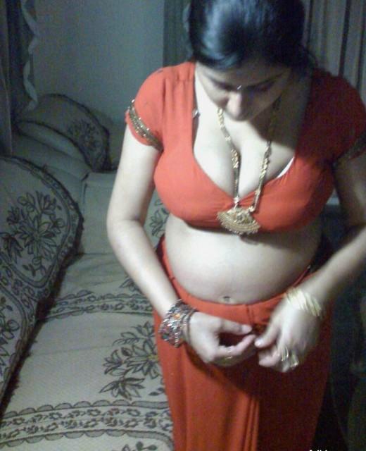 Alayx WAllpaper: Labels Mallu aunty in saree