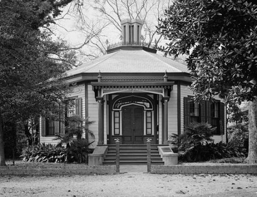 "May's Folly or ""Octagon House"" at 527 First Avenue (public domain)."