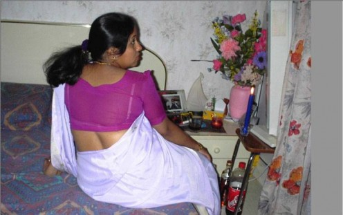 Indian aunty looking so hot