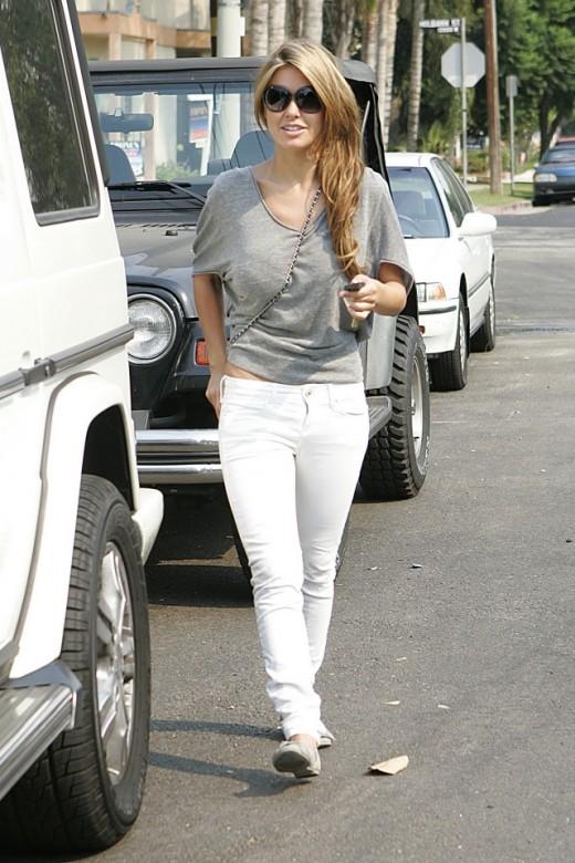 Audrina Patridge wearing white skinny jeans running errands
