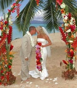 Wedding Dress Designers on How To Choose A Beautiful Beach Wedding Dress