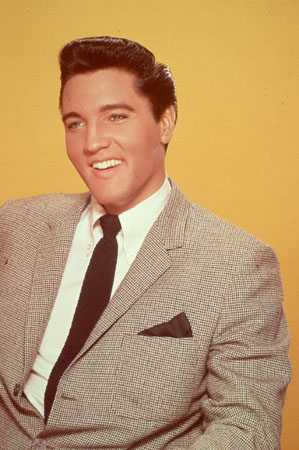 Yes, the King wore make up. Concealer and foundation gave him that perfect all- American skin tone.