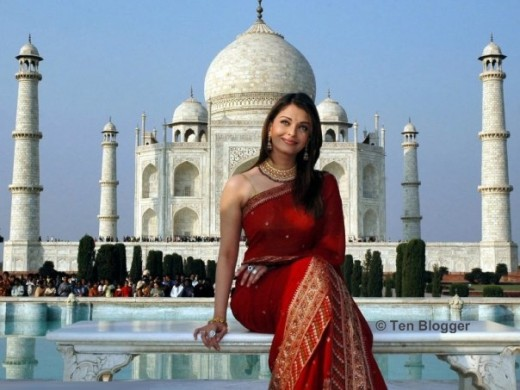 Two most beautiful things together. Aishwarya in front of Taj Mahal..