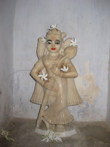 Yakshini inside Katgola temple