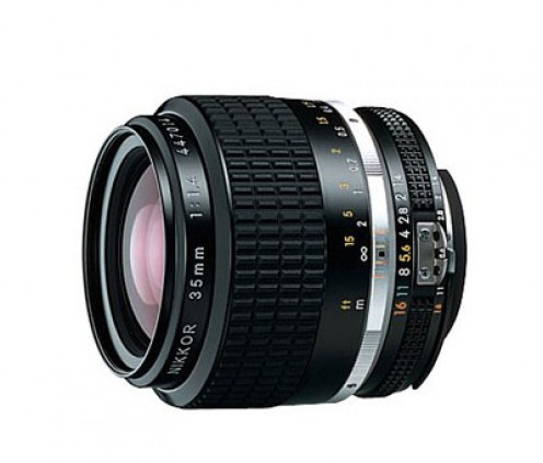 A 35 mm f 1.4 lens