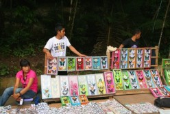 Local people sell souvenirs, they get advantage of the presence of Bantimurung Bulusaraung National Park in Celebes.