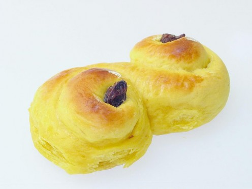 Saffron makes a yellow dough.