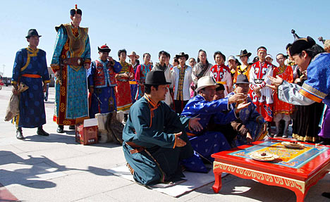 Big day for Bao- 7 ft. 9 and Xia- 5 ft. 6, who got married witnessed by relatives, local officials, local people and reporters.