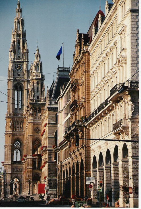 Another view of Vienna's Rathaus.