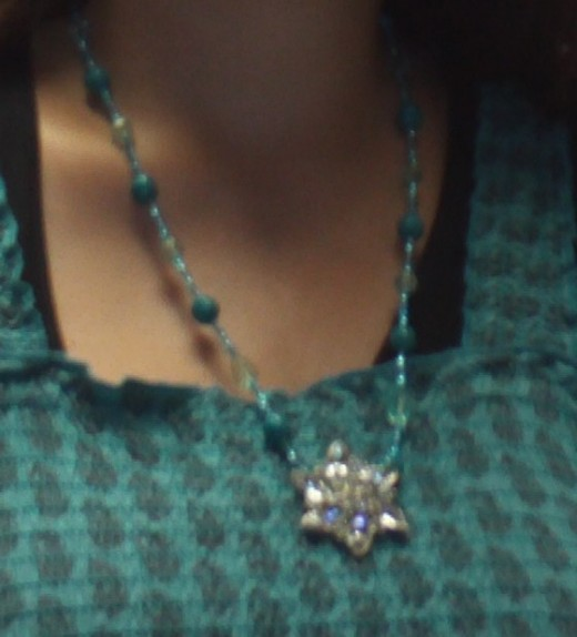 Learn how to make a sparkly necklace today!