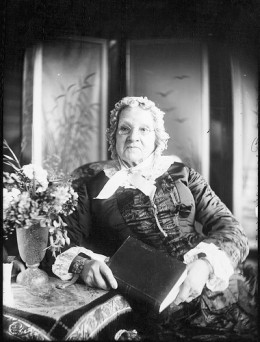 Repository:  Tyrrell Photographic Collection, Powerhouse Museum www.powerhousemuseum.com/collection/database/collection=The_Tyrrell_Photographic Eldery Woman with a Book