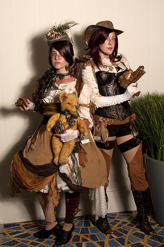 Here's a Western/Southern steampunk look for the ladies. Looks awesome. Credit: http://www.flickr.com/photos/27594459@N04/3903717618/