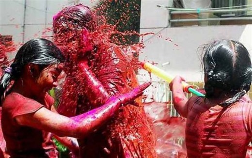 Holi,celebrated by gilrs in Chennai,South India