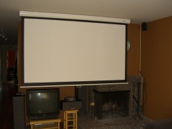 Ceiling mounted projector screen, license CC 2.0  [Image Source: http://www.flickr.com/photos/16725630@N00/470275816]