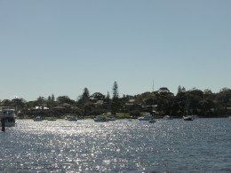 Back sailing on our Swan River, the water is shimmering in the afternoon sun and we have found our peace and contenment. Maybe this river is for us what beautiful parks with massage parlours are for Thai people.