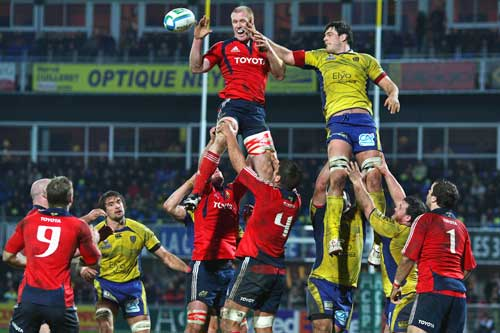Munster's Paul O'Connell beats Clermont's Julien Pierre