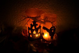 http://www.publicdomainpictures.net/view-image.php?picture=halloween-lights&image=1368