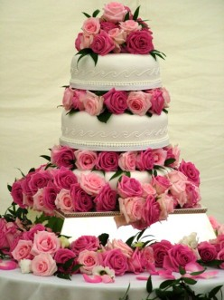 Wedding Cake Traditions and Tips