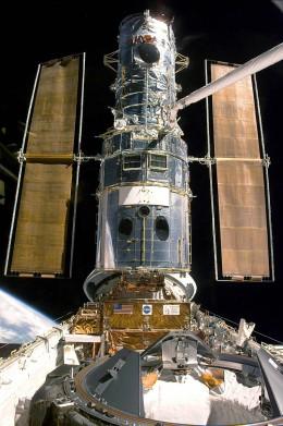 Courtesy of NASA/    1999 docked with Discovery