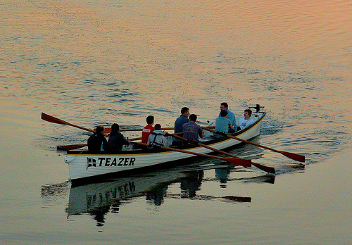 Discover Newquay: Padstow Pilot Gig Rowing team in the gig Teazer.
