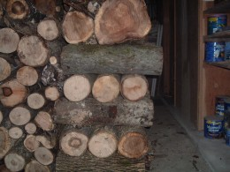 A stable pillar is crucial for the stability of your wood pile.