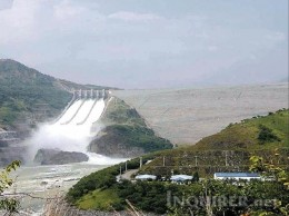 The San Roque Dam releasing water (courtesy of www.inquirer.net)