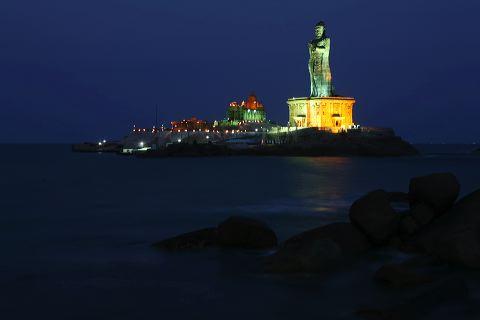 Kanyakumari-Thiruvalluvar statue at night