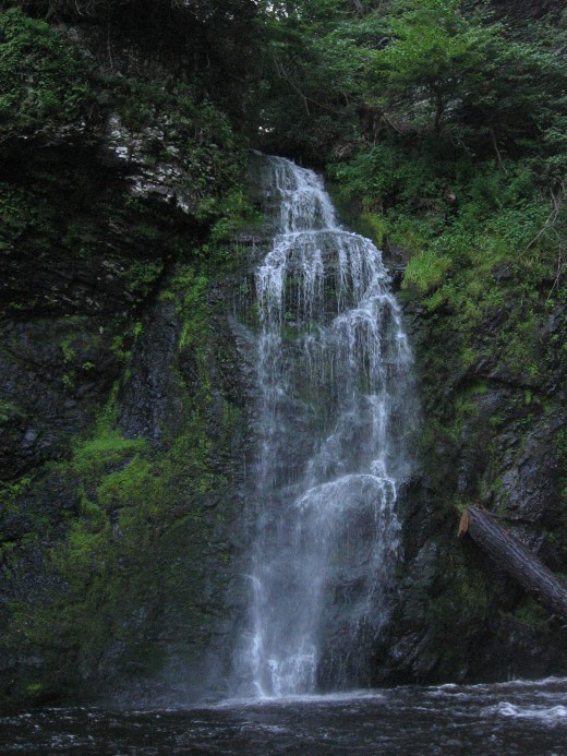 Thin, horsetail cascade to the left of the base of Raymondskill Falls