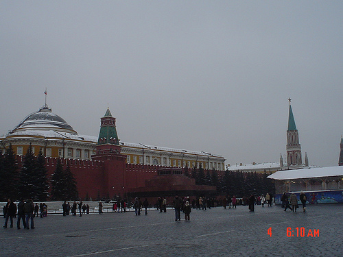 Red Square and Kremlin Wall. Moscow, Russia (courtesy of www.flickr.com/  photos/  31408091@N06/  3262203476/)
