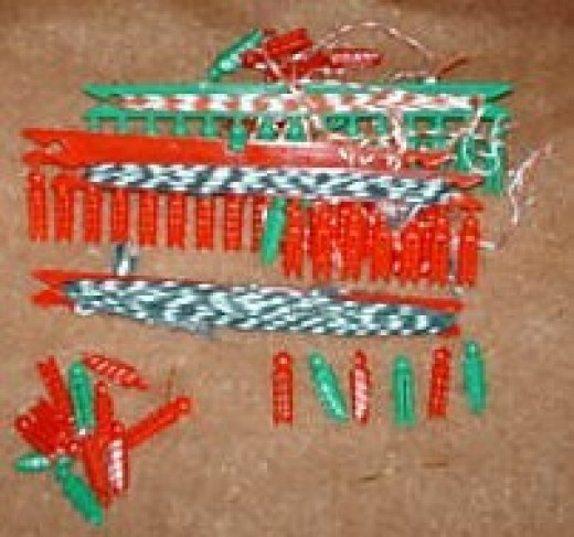 Notice the candy striped string and Christmas red and green clothes pins