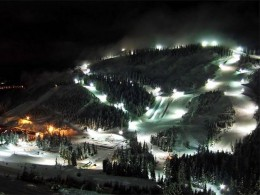 The lights of the course light up more than just the mountain side (courtesy vancouver2010.com)