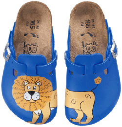 Birkenstock makes cute clog shoes for kids!