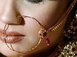 1943128 f260 Beautiful Bridal Nose Pin