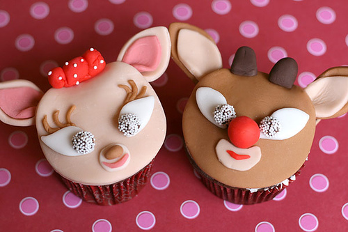 Rudolph and Clarice Cupcakes using Fondant Photo: Bakerella