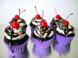Ice Cream Sundae Cupcakes by jamieannes photostream at flickr