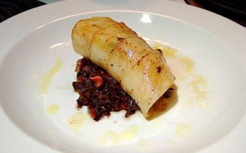 Paupiette of Black Cod - Itoy manipis na piraso ng isda (black cod) na nirolyong parang shawarma at merong mga gulay sa gitna. Paupiette is pronounced as [poh-pyet] . P2,401.00