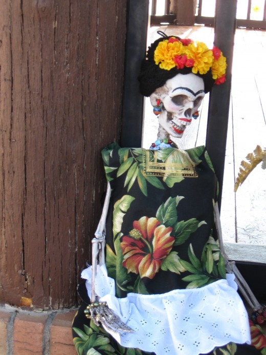 Skeleton figures are a popular El Día de los Muertos Decoration